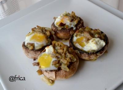 Champis rellenos de huevo