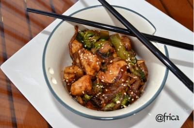 Pollo con Brocoli y salsa de soja. imagen